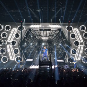 Maroon 5 & A Massive Multi-screen Video Wall